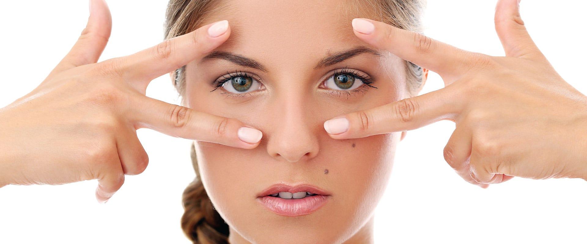 ¿Qué características tiene la piel del contorno de los ojos?